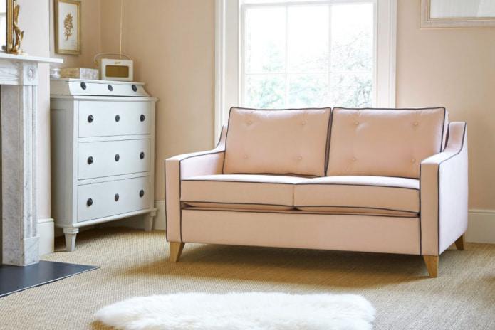 fersken-tone vegger med sofa